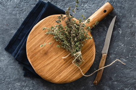 Empty wooden cutting board with bunch thyme top view Reklamní fotografie