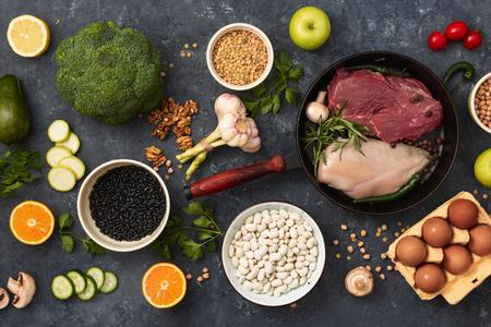 Gesundes ausgewogenes Essen. Diät Essen Konzept Draufsicht
