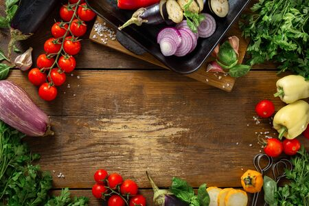 Frame of vegetables for cooking on a grill pan on a wooden top view Imagens