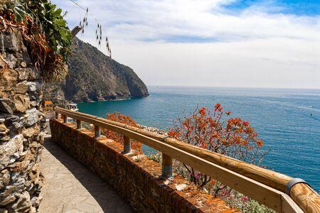 Romantic hiking trail in Cinque Terre Italy Stockfoto
