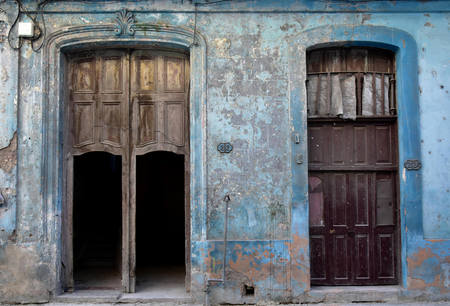 Old doors and entrances at the center of Havana, Cuba. The ruins-like state has charm, at least if you do not live there. Beautiful blue wall color and typical colonial architecture. Stok Fotoğraf