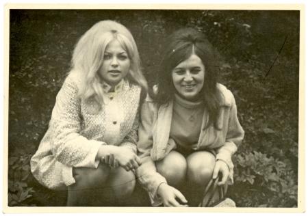 Girlfriends in the park - circa 1965  Standard-Bild