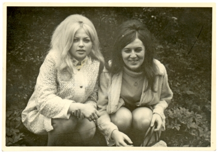 Girlfriends in the park - circa 1965  Stok Fotoğraf