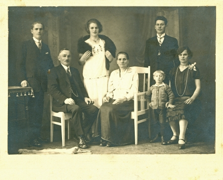 family at home - circa 1940 Foto de archivo