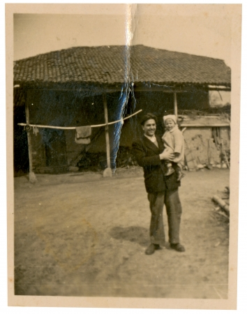 Father and his child, on holiday in the country - circa 1950 photo