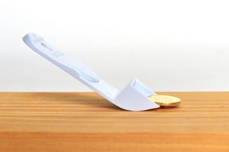 thumbtack: Thumbtack remover. Pull out the thumbtack.