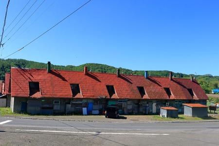 Der ehemalige Zeche Gehäuse. Alte Zechenhaus von Mikasa City ist nun auch verwendet. Geopark. Standard-Bild - 58590354