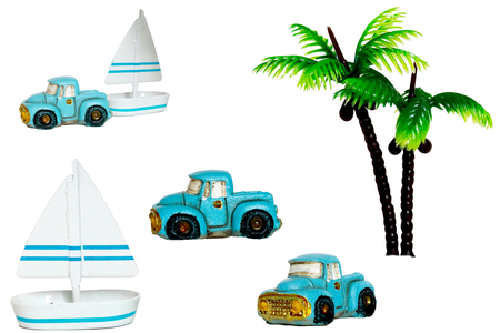 whose: Sea and yacht. As for the tree of the yacht and the car and the palm the mass-produced goods whose price is cheap.