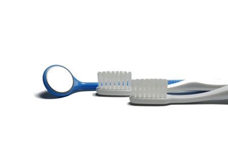 maru: Dental mirror and toothbrush.