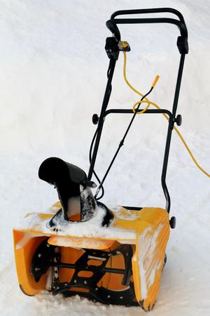Electric snowplow