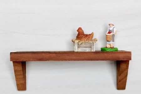 壁の棚、農業女性と鶏肉、車