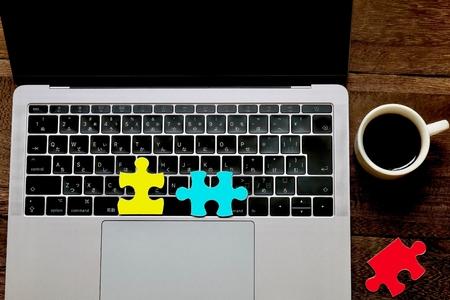 Laptops and puzzles 版權商用圖片