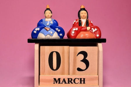 Hinamaturi and Calender Doll is what I bought at 100 yen shop. It is mass-produced.