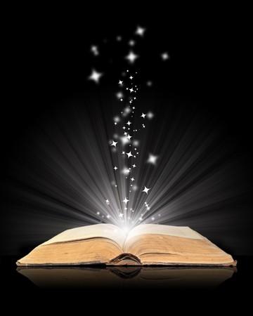 biblia abierta: Abrir el libro de magia en negro