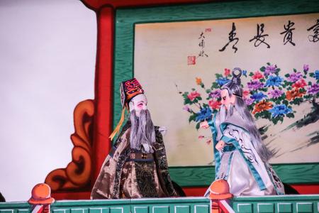 Taipei, Taiwan - 05 november 2017 Handschoenpoppenpodium in het traditionele theatercentrum van Taiwan. Een soort opera met stoffen poppen die zijn oorsprong vond in de 17e eeuw in China. Redactioneel