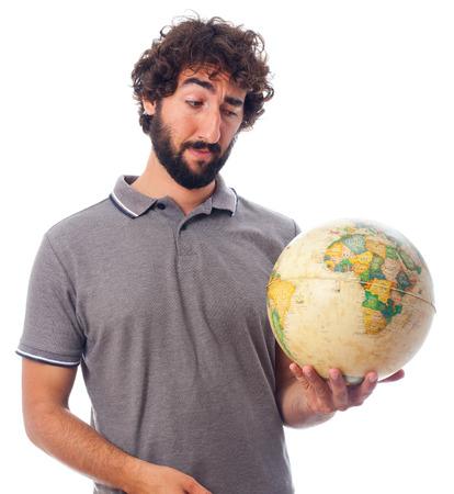 humoristic: hombre barbudo joven con globo del mundo