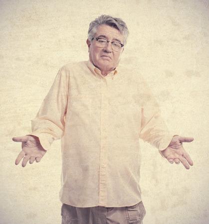 alicaído: hombre mayor fresco confundirse plantean