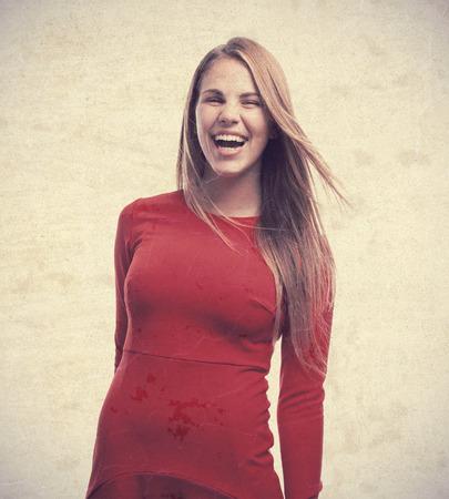 femme qui rit: jeune femme fra�che rire Banque d'images