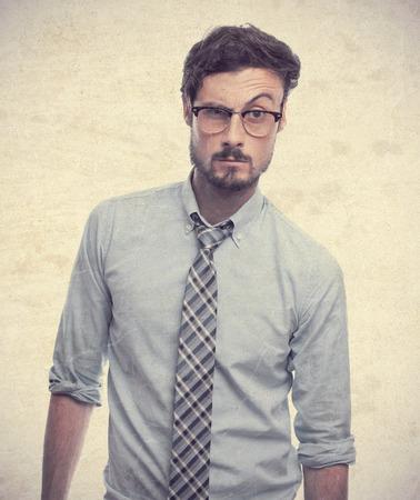 dudando: joven hombre de negocios loco duda Foto de archivo