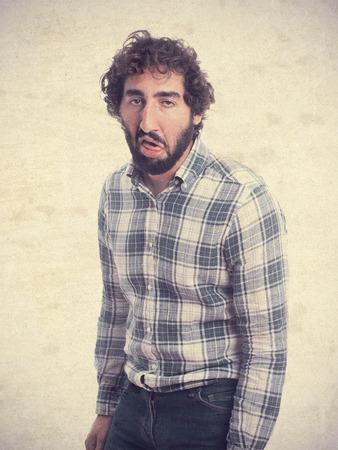 cabizbajo: hombre barbudo joven