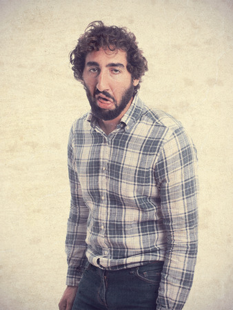 crestfallen: hombre barbudo joven