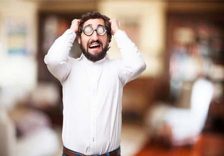 imbécil: hombre tonto preocupado