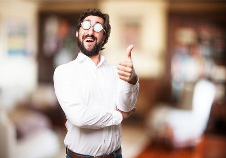 tonto: hombre feliz tonto