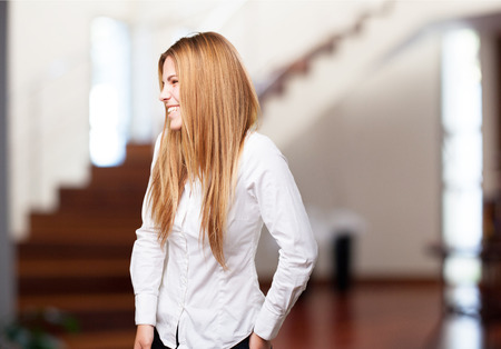 femme qui rit: femme blonde rire Banque d'images