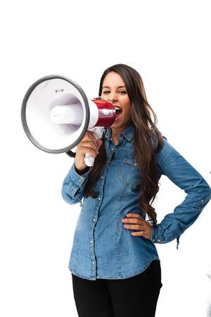 megafono: mujer joven feliz con el megáfono