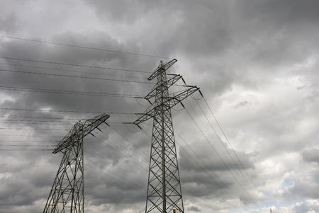 torres el�ctricas: Dos de las torres de electricidad