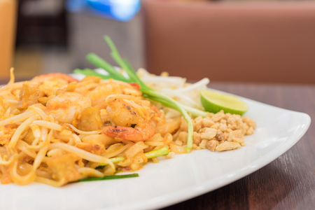 gung: Pad Thai Gung Sod, Thai Fried Noodle With Prawn