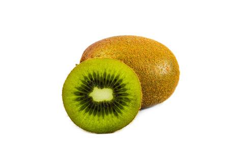 kiwi fruta: El kiwi aislado en el fondo blanco
