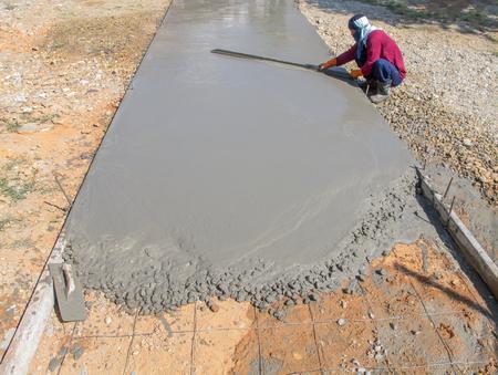 Workers are building roads with old tools. Lizenzfreie Bilder