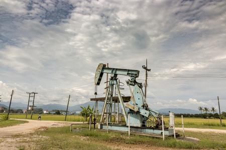 The oil pump in a rice field in the countryside. Lizenzfreie Bilder