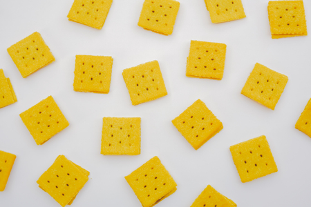 flatlay many square biscuits on white background. Banque d'images - 124755012