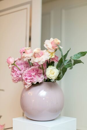 Wedding decorations. Holiday decoration vase with fresh flowers. Pink roses and carnations Stock fotó