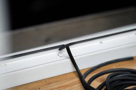 The master changes rubber seal gasket in pvc windows.