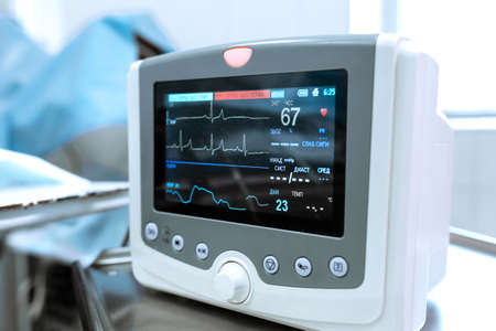 Monitoring of ECG, blood pressure, saturation of the patient during surgery. Cardiac monitor. Imagens