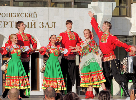 voronezh: Russian folk dance during the Book Fair on the city square