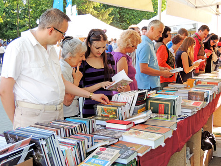 acquaint: Buyers look through a new books on the Book Fair in city square