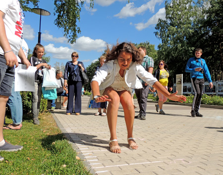 tree dweller: City dwellers watch the long jumps for all comers at the festival  Healthy Voronezh on the city park