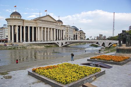 jardines flores: centro de la ciudad de Skopje, Macedonia - arqueol�gicas de los museos y jardines de flores