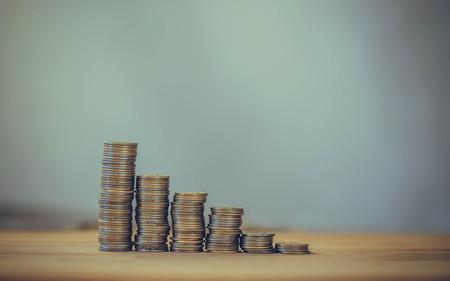 away: Financial pyramid, stock market crash, the monetary growth