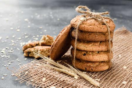 Homemade oatmeal cookies with raisins on a dark background Standard-Bild
