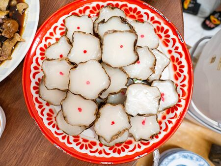Dessert name is khanom kheng In the auspiciousness of Thai people of Chinese descent in Thailand,Put on the tray color red white