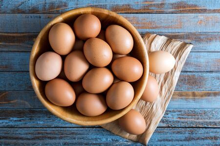 Eggs in a bowl on wood table Banco de Imagens