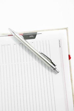 Picture of pen on the blank diary. Isolated on the white background. 免版税图像