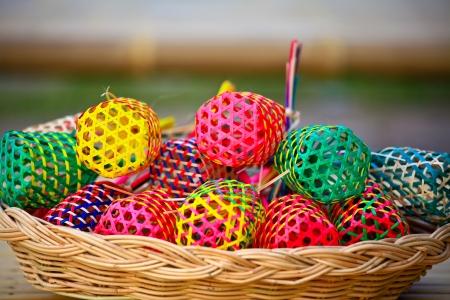 Mini kleur bamboe mandjes Stockfoto