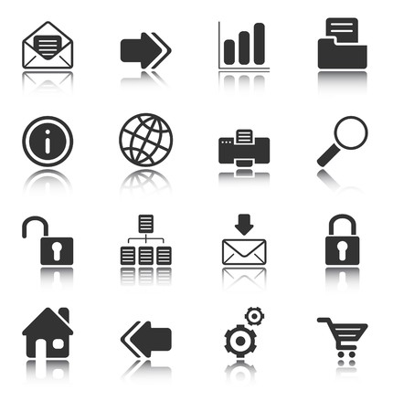 Iconos de Web e Internet reflejan sobre fondo blanco, objetos aislados