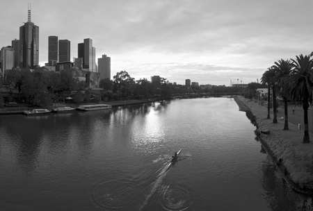southbank: rowers on the yarra river in melbourne australia Stock Photo